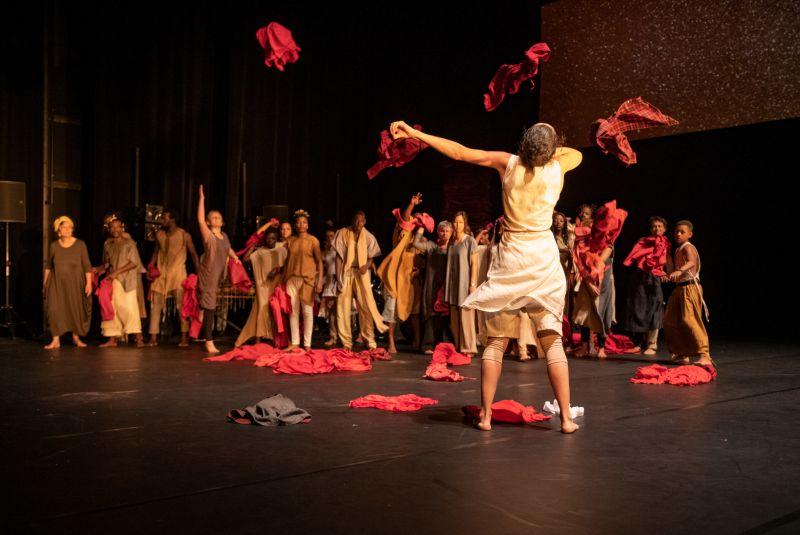 "Scena iš spektaklio ""Kirina"". Philippe Magoni nuotrauka"