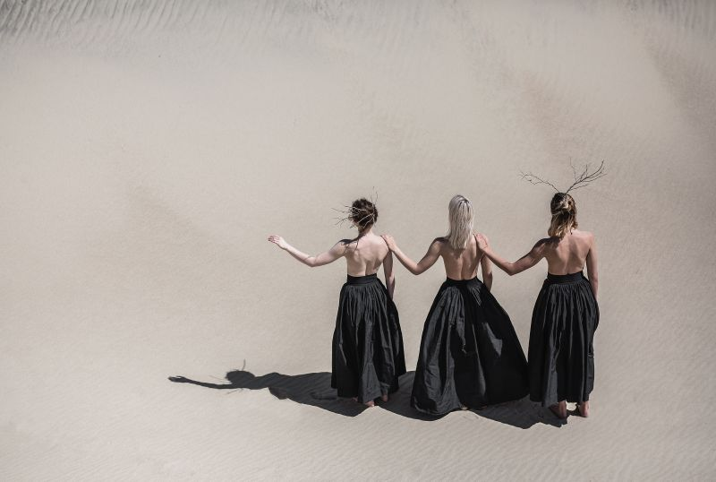 """Scena iš šokio spektaklio-istorinės ekskursijos """"Užpustyti"""". """"Kemel photography"""" nuotrauka"""