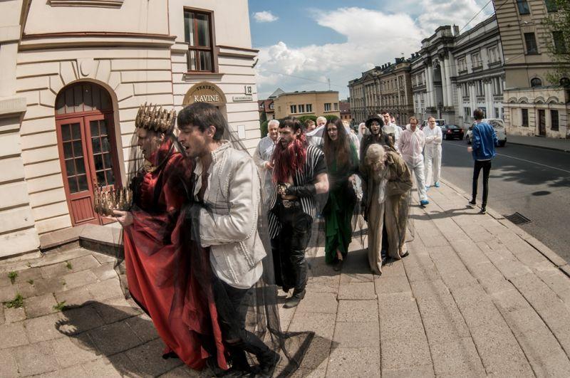 """Olgos Lapinos aplinkos teatro žaidimas """"Kodas: Hamlet"""" užima visą Lietuvos rusų dramos teatro erdvę. Dmitrijaus Matvejevo nuotrauka"""