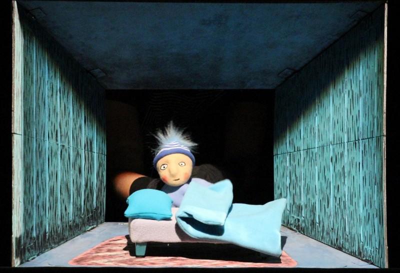 """Scena iš premjeros """"Kaip tamsa geriausiu draugu tapo"""", autorius ir režisierius Olegas Žiugžda. Nuotrauka iš KVLT archyvo"""