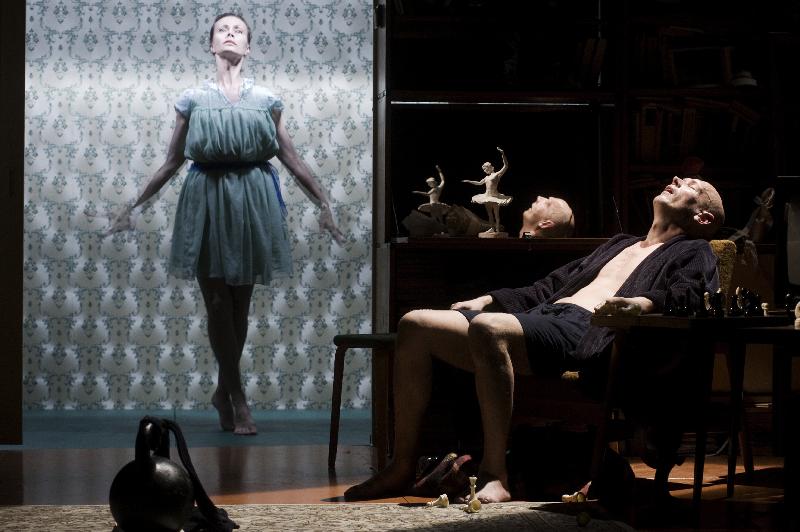 """Scena iš spektaklio """"Miranda"""". Dmitrijaus Matvejevo nuotrauka"""