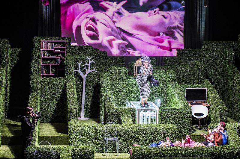 "Scena iš spektaklio ""Tartiufas"", rež. Oskaras Koršunovas. Dmitrijaus Matvejevo nuotrauka"