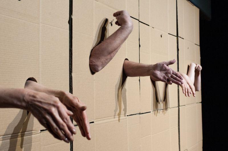 """Akimirka iš spektaklio """"Vienas gestas"""". Maurycy Stankiewicz nuotrauka"""