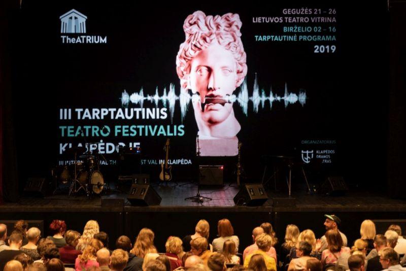 """2019 m. festivalio """"TheATRIUM"""" atidarymas. Nuotrauka iš Klaipėdos dramos teatro archyvo"""