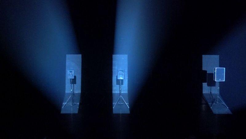 """Akimirka iš garso instaliacijos-performanso """"Olympian Machine"""", autorius Arturas Bumšteinas. Vizualizacija iš """"Operomanijos"""" archyvo."""