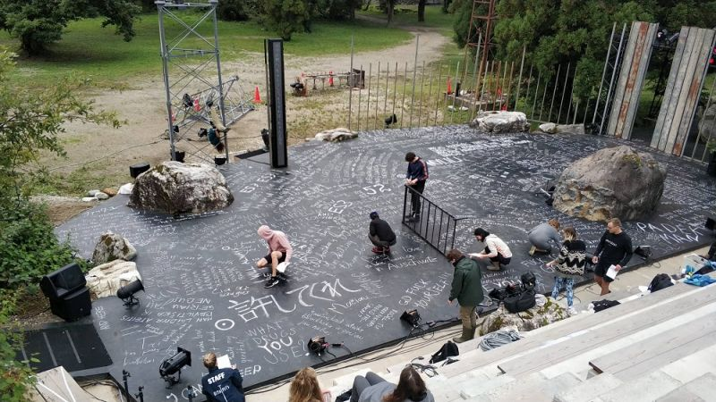 """Scena iš spektaklio """"Apvalytieji"""", režisierius Oskaras Koršunovas, Teatro olimpiada Togoje. Nuotrauka iš OKT archyvo"""