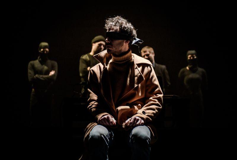 """Keistuolių teatro spektaklis """"Pagalvinis"""" (rež. Ieva Stundžytė). Lauros Vansevičienės nuotrauka"""
