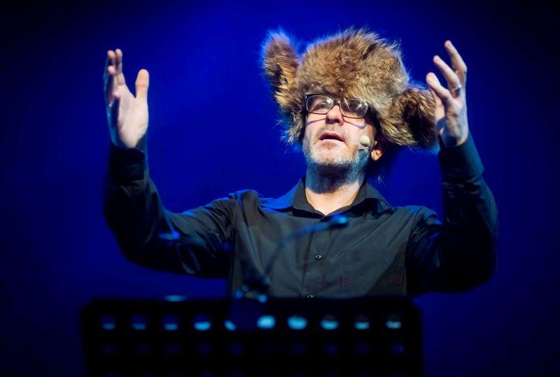 """Andrius Bialobžeskis spektaklyje """"Apie žvėris ir žmones"""". Nuotrauka iš festivalio """"Atspindys"""" archyvo"""