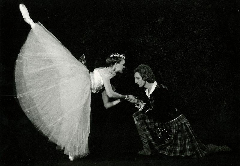 """Akimirka iš baleto """"Silfidė"""", šokėjai Loreta Bartusevičiūtė ir Jonas Katakinas. Nuotrauka iš LNOBT archyvo"""
