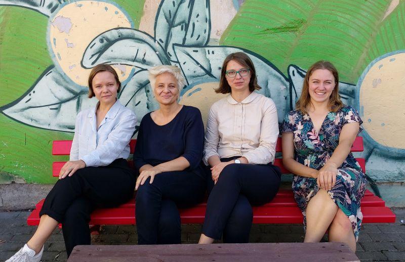 Šokėja Inga Kuznecova, radijo laidų žurnalistė Karina Metrikytė, teatrologė Kristina Steiblytė ir scenos menų kritikė Aušra Kaminskaitė. Nuotrauka iš MF archyvo