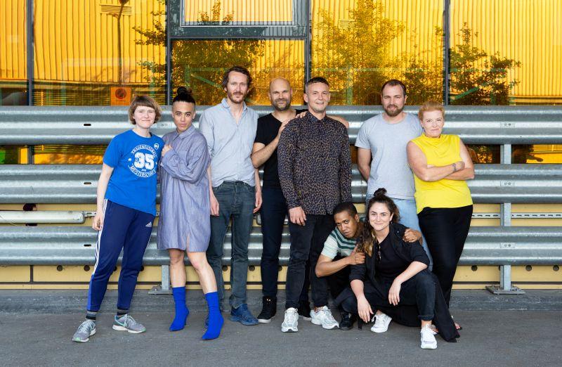 Teatro Schauspielhaus Zürich kūrybinė komanda: režisieriai. Pirma iš dešinės (stovi) - režisierė ir šio teksto autorė Yana Ross. Ginos Folly nuotrauka