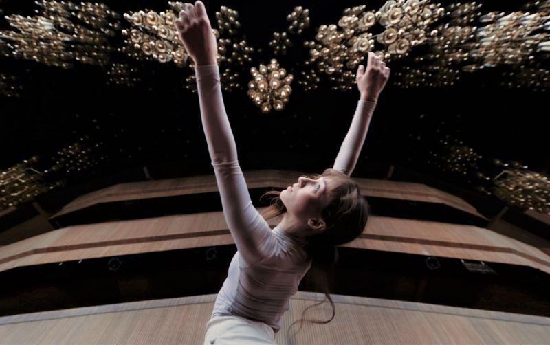 """Stopkadras iš šokio video projekto """"Šokis plius miestas"""", režisierius Jevgenijus Tichonovas."""