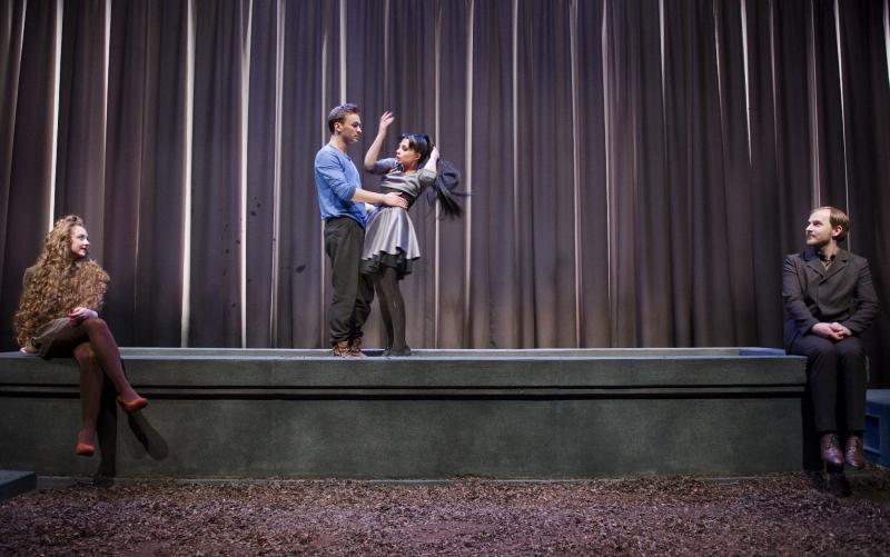 Scena iš spektaklio. Neli Ivančik scenografija. Dmitrijaus Matvejevo nuotrauka
