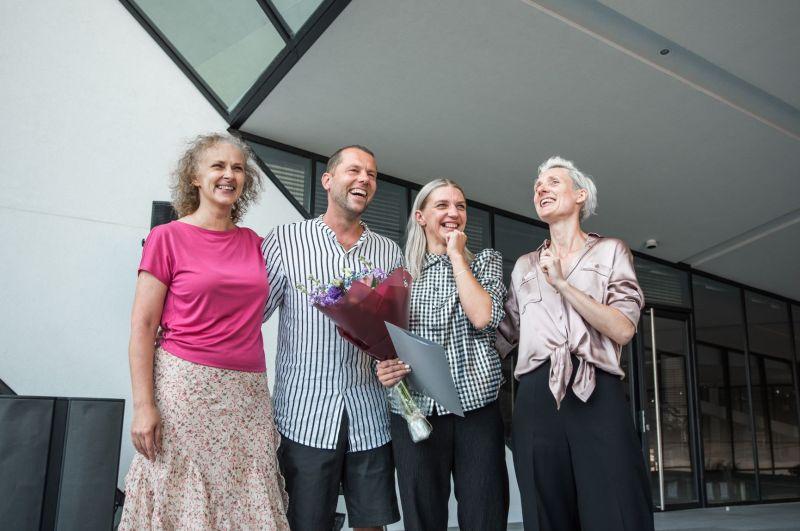 Choreografei ir šokėjai Agnietei Lisičkinaitei (antra iš dešinės) įteikta Vitos Mozūraitės premija. Donato Ališausko nuotrauka