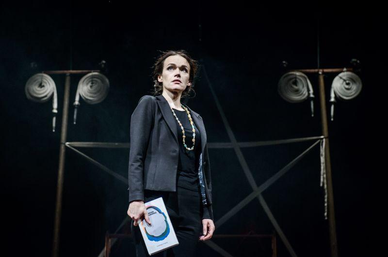 "Aldona Bendoriūtė-Svetlana spektaklyje ""Cinkas (Zn)"". Lauros Vansevičienės nuotrauka"