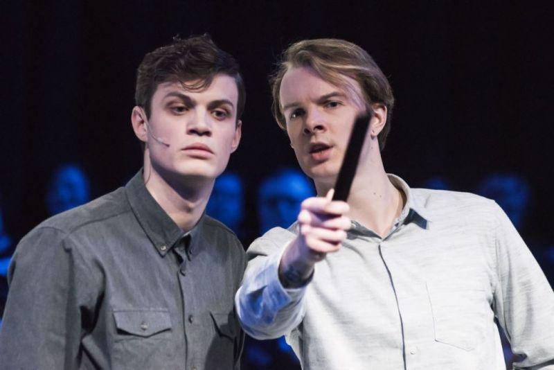 """Oskar Vygonovski ir Laurynas Jurgelis spektaklyje """"Nežinoma žemė. Šalčia"""". Dmitrijaus Matvejevo nuotrauka"""