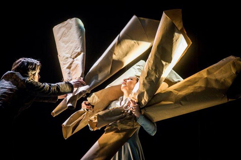 """Sceena iš spektaklio """"Kalės vaikai"""". Dmitrijaus Matvejevo nuotrauka"""