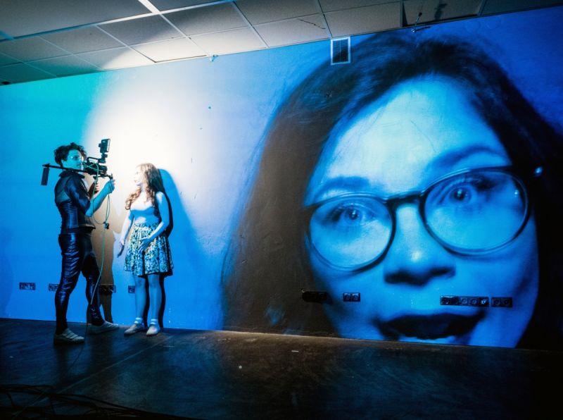 """Scena iš spektaklio """"Pasikėsinimai į jos gyvenimą"""". Tomo Ivanausko nuotrauka"""