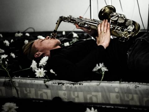 """Petras Šimonis spektaklyje """"Hamletmachine"""". Lauros Vansevičienės nuotrauka"""