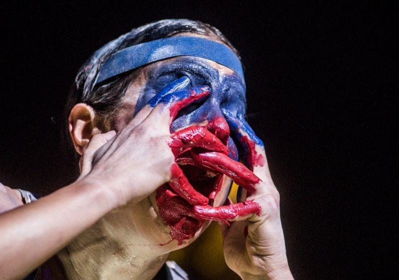 """Marlene Monteiro Freitas savo sukurtame spektaklyje """"Iš dramblio kaulo ir mėsos – skulptūros irgi kenčia"""". Dmitrijaus Matvejevo nuotrauka"""