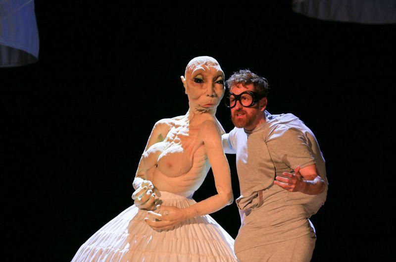 """Duda Paiva spektaklyje """"Aklasis"""". Donato Bielkausko nuotrauka"""