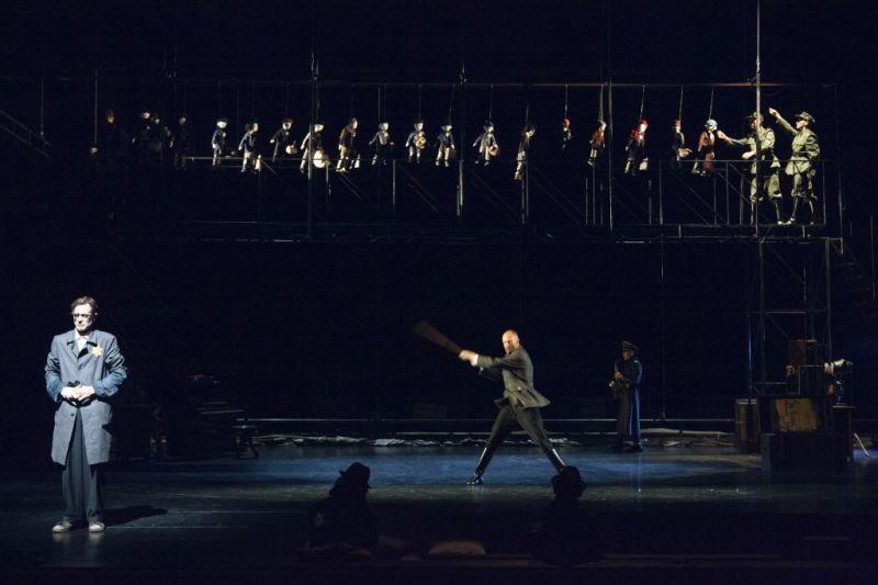 """Scena iš spektaklio """"Getas"""". Režisierius - Gintaras Varnas. Donato Stankevičiaus nuotrauka"""
