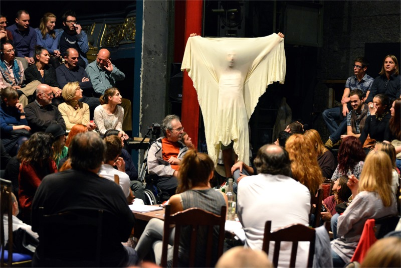 """Scena iš spektaklio """"Žuvėdra"""". Nuotrauka iš criticalstages.org"""