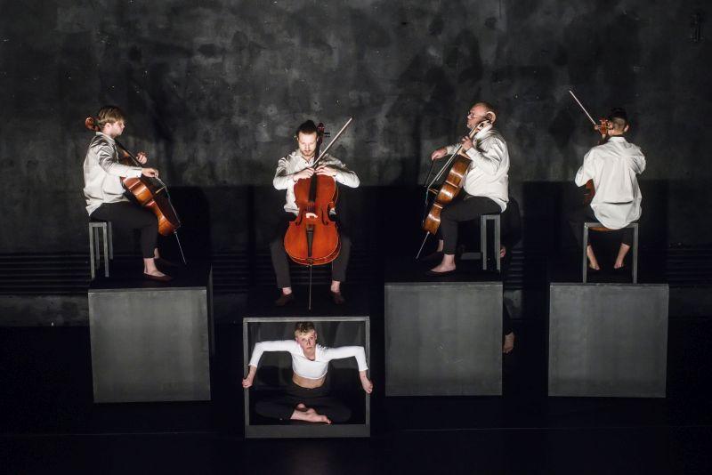 """Scena iš """"Boléro–Extended"""". Dmitrijaus Matvejevo nuotrauka"""