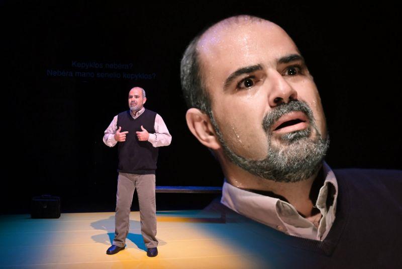 """Palestiniečio dramaturgo ir aktoriaus Amero Hlehelio monospektaklis """"Taha. Poeto gyvenimas"""". Dmitrijaus Matvejevo nuotrauka"""