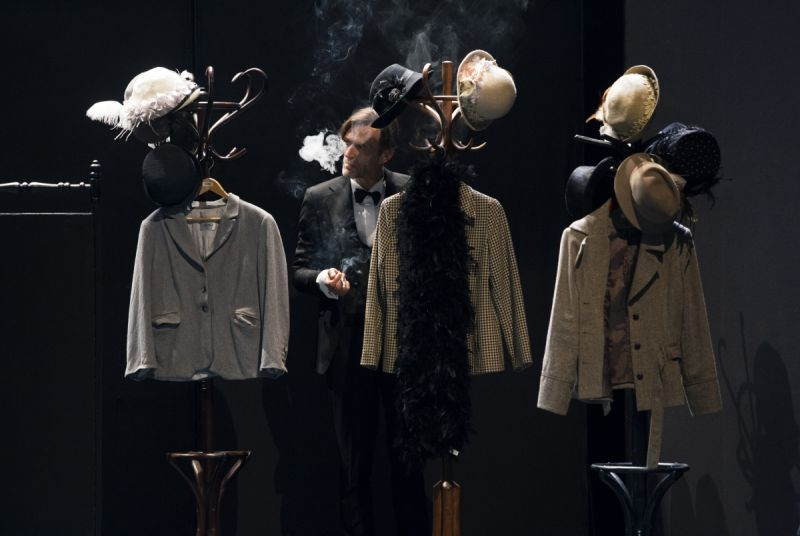 """Scena iš spektaklio """"Sombras"""", režisierius Gintaras Varnas. Donato Stankevičiaus nuotrauka"""