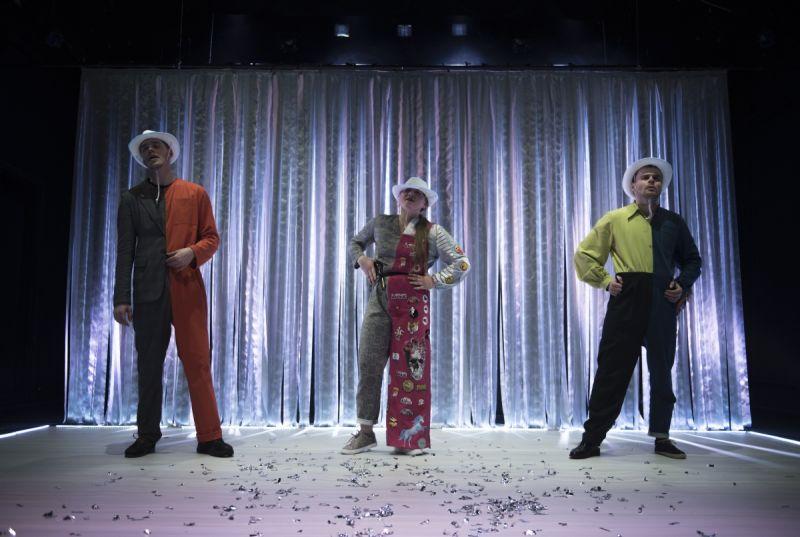"""Scena iš spektaklio """"Superherojai"""", režisierė Loreta Vaskova. D. Ališausko nuotrauka"""