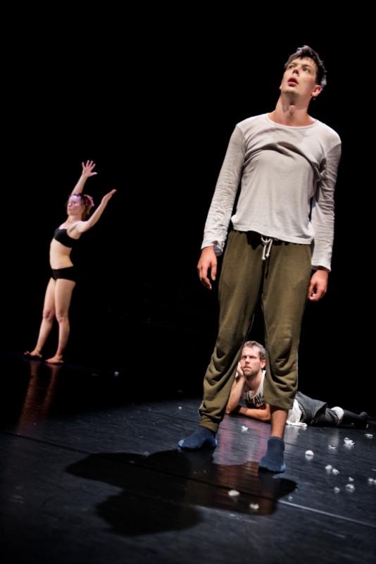 """""""Contemporary?"""": Agnė Ramanauskaitė, Mantas Stabačinskas ir Paulius Tamolė. Dmitrijaus Matvejevo nuotrauka"""