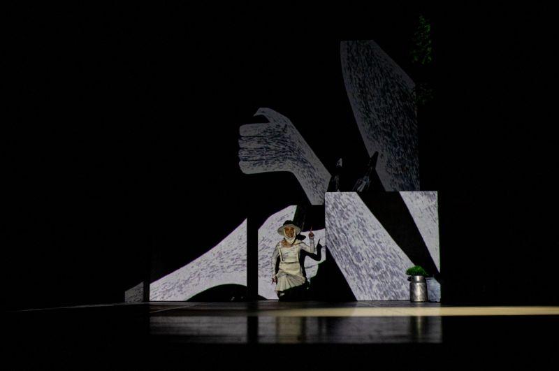 """Scena iš spektaklio """"9.18"""", režisierė, dramaturgė ir aktorė – Andra Kavaliauskaitė. Miško Motės nuotrauka"""