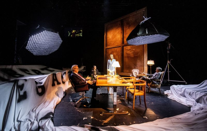 """Scena iš spektaklio """"Alisa"""" (rež. Antanas Obcarskas). Dmitrijaus Matvejevo nuotrauka"""