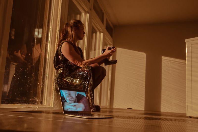 """Greta Grinevičiūtė spektaklyje """"Šokis skalbimo mašinai ir mamai"""". Dainiaus Putino nuotrauka"""