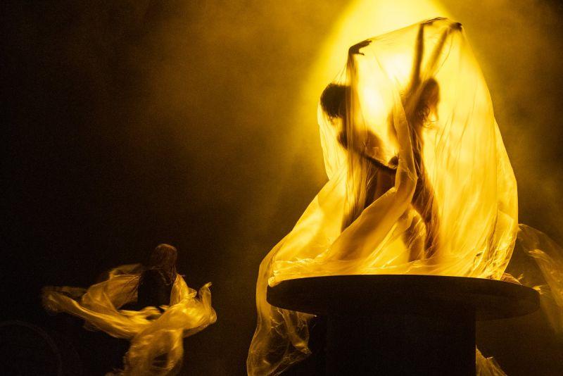 """Scena iš spektaklio """"Otelas"""", režisierius Oskaras Koršunovas (OKT ir Klaipėdos dramos teatras, 2021). Dmitrijaus Matvejevo nuotrauka"""