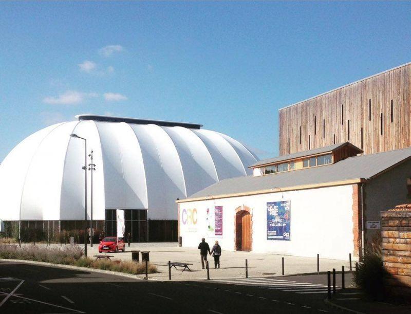 Didžiausia stacionari cirko palapinė Auch miestelyje. Rengėjų nuotrauka