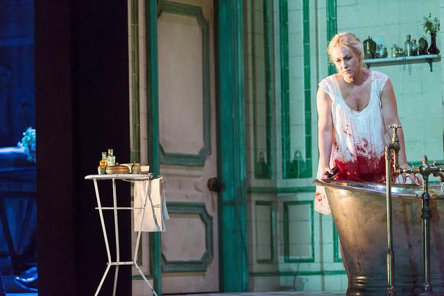 """Diana Damrau operoje """"Liučija di Lamermur"""". Stepheno Cummiskey nuotrauka iš  roh.org.uk"""