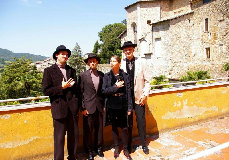 """Bado meistro"" aktoriai Spoleto festivalyje. ""Meno forto"" archyvo nuotrauka"