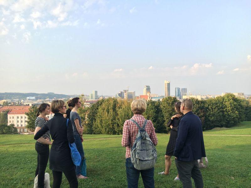 """""""B_Tours Vilnius"""" būsimieji dalyviai susipažįsta su miestu. Rengėjų nuotrauka"""