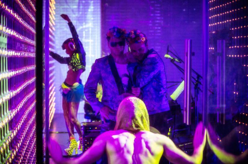 """Scena iš spektaklio """"Varšuvos kabaretas"""". Magdos Hueckel nuotrauka iš nowyteatr.org"""