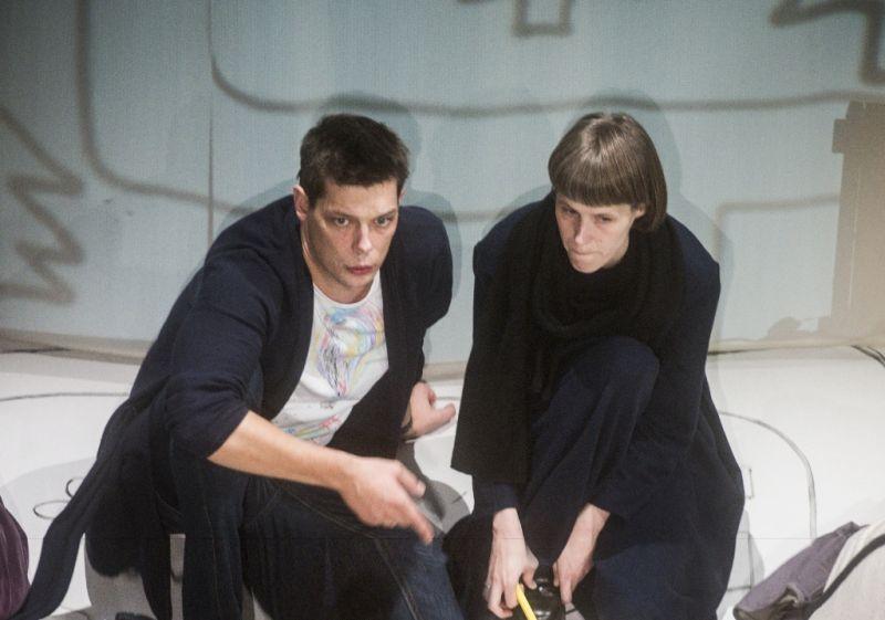 """Paulius Tamolė ir Lauryna Liepaitė """"Raudonkepurės"""" repeticijoje. Dmitrijaus Matvejevo nuotrauka"""