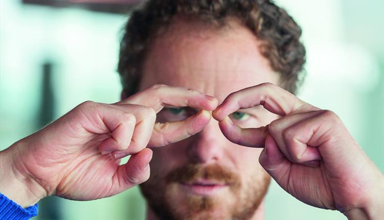 """Choreografas Borisas Charmatzas kuria """"Dešimt tūkstančių gestų"""". Nuotrauka iš visitmanchester.com"""