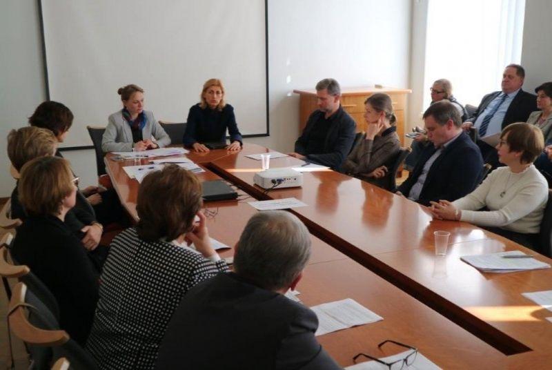 Susitikimas su nacionalinių, valstybinių teatrų ir koncertinių įstaigų vadovais. Nuotrauka iš lrkm.lrv.lt
