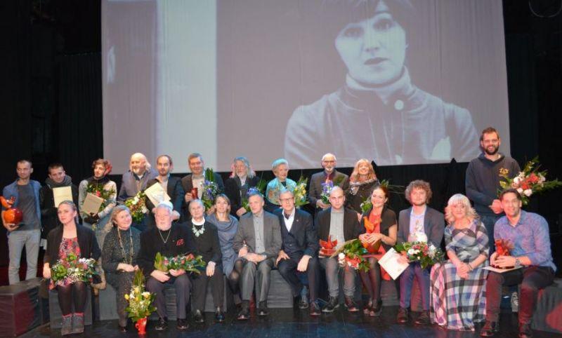 Festivalį vainikavo iškilminga geriausių scenos kūrėjų apdovanojimo ceremonija, kurios metu dvylikos festivalio nominacijų laureatams įteikti apdovanojimai. Nuotrauka iš  15min.lt