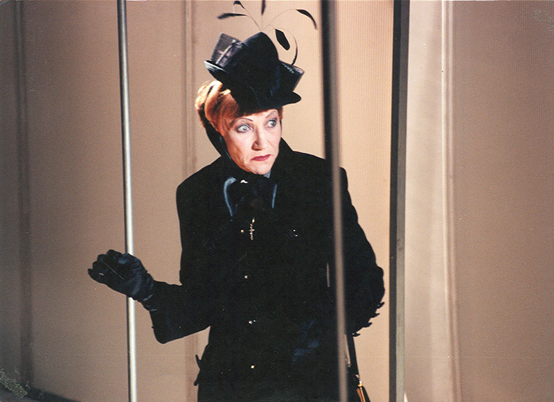 "Doloresa Kazragytė - Fru Tesman (Henriko Ibseno ""Heda Gabler"", režisierius Gintaras Varnas, 1998 m.). NKDT archyvo nuotrauka"