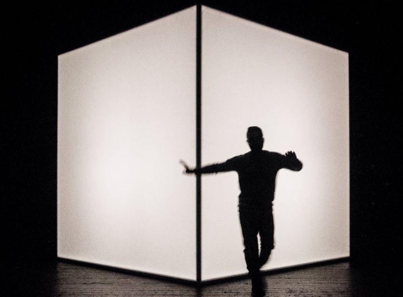"""Zabi Ahmadi šokis spektaklyje """"Dreamland"""". Dmitrijaus Matvejevo nuotrauka"""