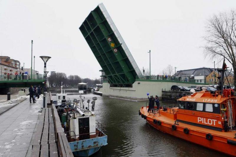 Mikės pūkuotuko laiveliui pakilo tiltas Klaipėdoje. Vytauto Petriko (klaipeda.diena.lt) nuotrauka
