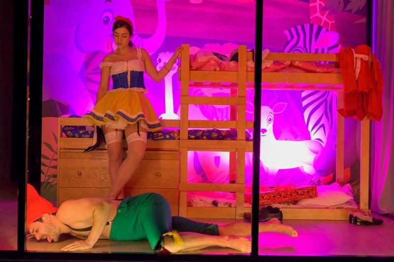 """Yanos Ross spektaklis """"Lėlių namai"""" Geteborgo miesto teatre. Mikko Waltari nuotrauka"""