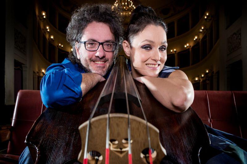"""Italų duetas """"Musica Nuda"""": vokalistė Petra Magoni ir bosistas Feruccio Spinetti. Angelo Trani nuotrauka"""